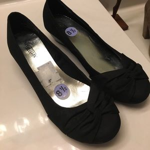 Black bow small wedges size 8.5